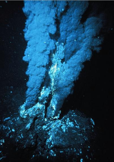 Blacksmoker hydrothermal vent in Atlantic Ocean, wikimedia commons